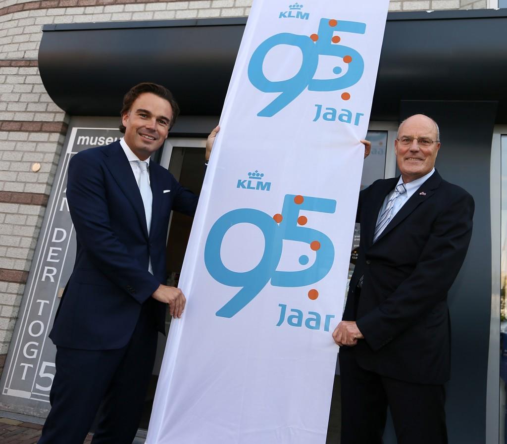 Eurlings jubileert met zijn voorganger Peter Hartman