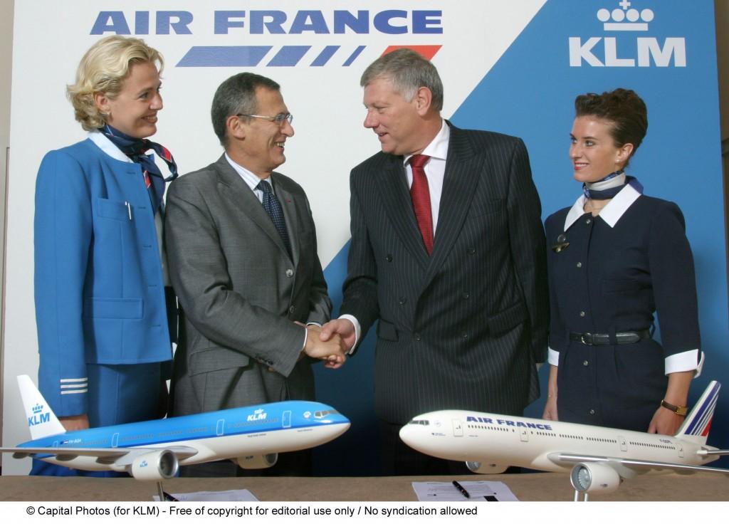 De AF-KL fusie wordt bezegeld tussen Spinetta en Van Wijk op 30 september 2003